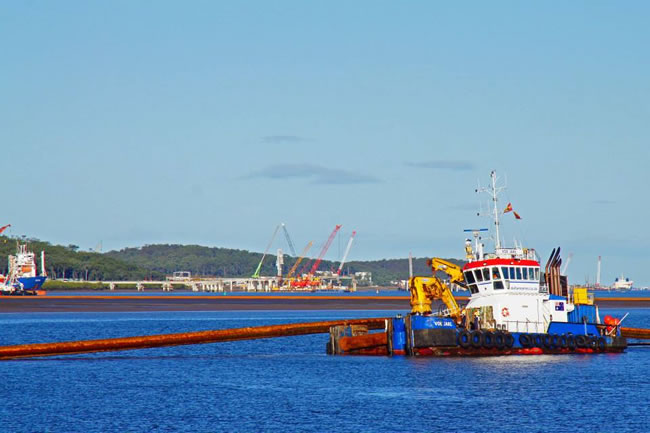 Adjusting sink lines for the dredge at Gladstone Harbour, Queensland, Australia